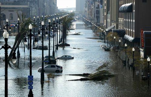 新奥尔良开始向外排水(新华社)
