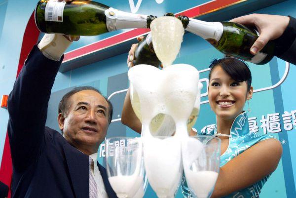 美女无边王金平与艳福美女面膜欢庆(图)卖香槟毒名模图片