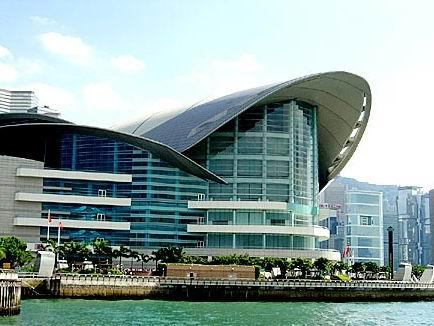 澳门的威尼斯人度假村酒店和广州的国际会展中心急起直追,对香港的