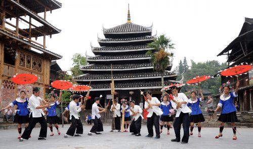 9月24日,广西三江侗族自治县程阳八寨的侗族群众在为游客表演民族图片