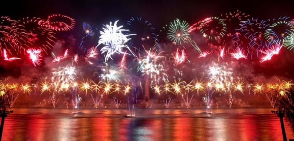 ...4日举行焰火晚会纪念已故国家主席金日成诞辰97周年.新华社