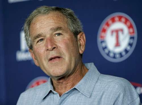 美国前总统布什批评奥巴马关闭古巴关塔那摩监狱的决定-两任总统骂