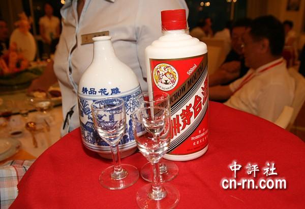 据说,欢迎晚宴上的茅台酒是专程从成都军区调运过来的.图片