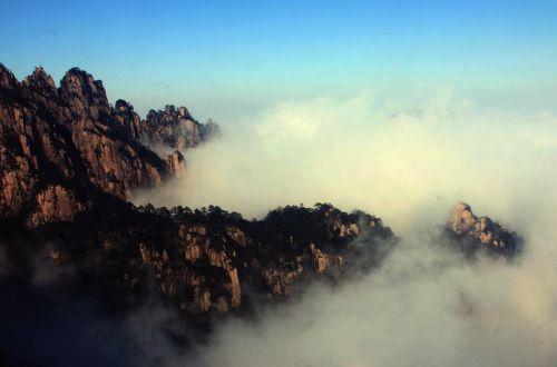 景区拍摄的云海美景.新华社-雨后黄山云海壮观