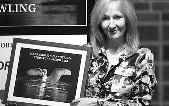 《哈利波特》系列小说作者英国女作家J·K·罗琳获得首届安徒生文学