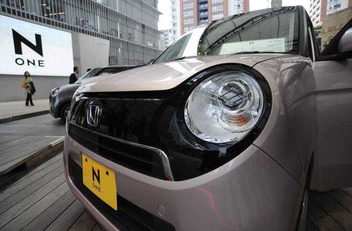 东京熟癹n��.�_这是11月1日在日本东京拍摄的新款微型车\