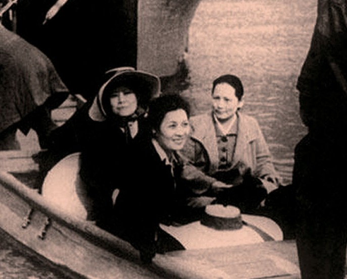不同时期的宋氏三姐妹合影            图片