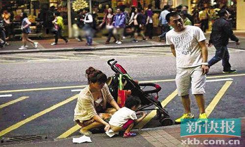 党媒:香港拍照者比小女孩街尿更不文明穿女生芭蕾初中袜图片