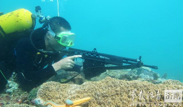 解放军用水下步枪守岛礁 反蛙人火力立体化图片