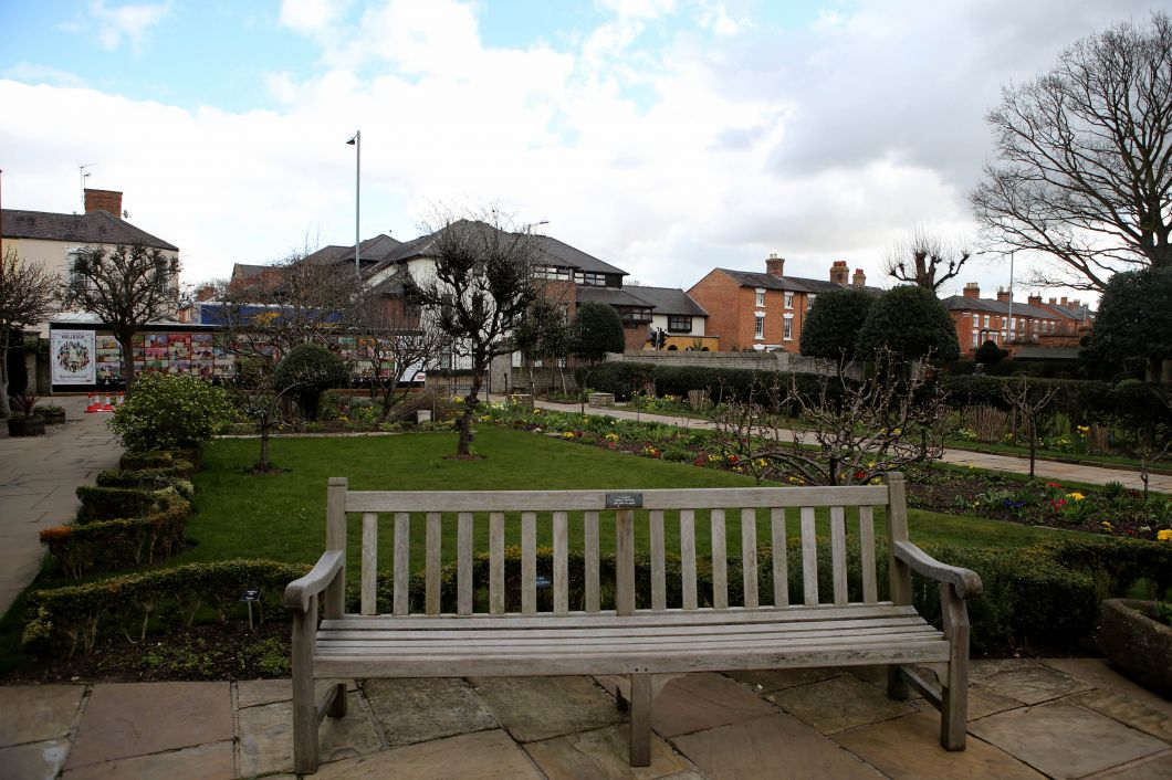 这是在英国埃文河畔斯特拉特福小镇拍摄的威廉·莎士比亚故居花园
