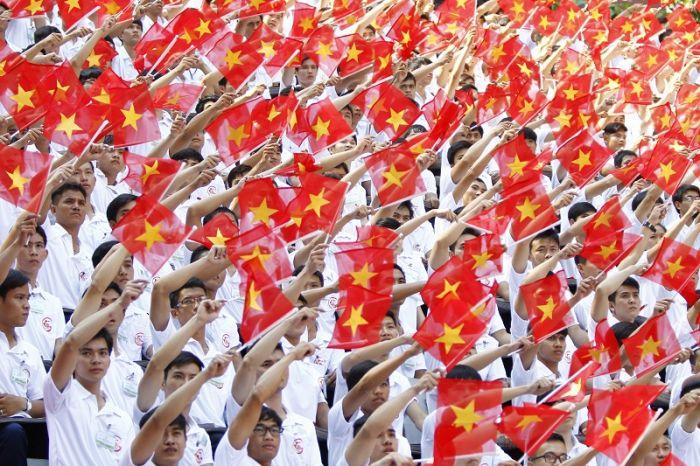 中国评论新闻:庆越战结束40周年 越南盛大阅兵