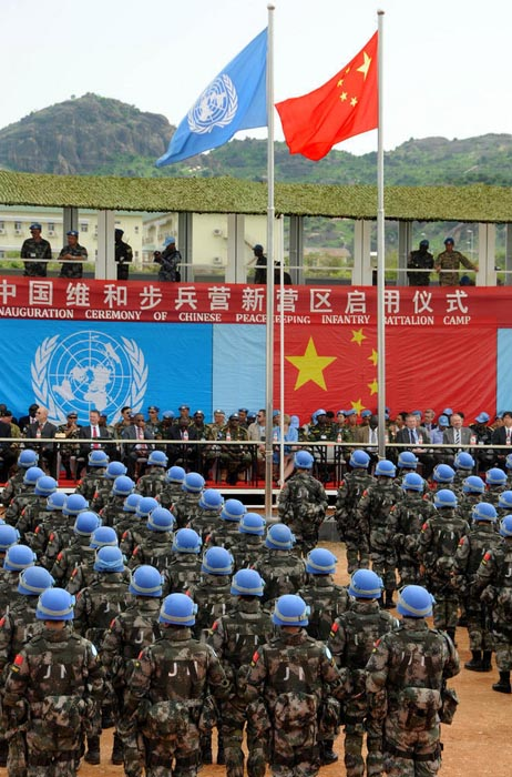 亚洲步兵区_5月26日,在南苏丹中国维和步兵营营区,维和官兵列队等候检阅.