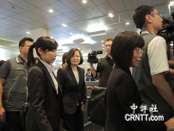 中国评论新闻:蔡英文启程访日 晤安倍否受瞩目