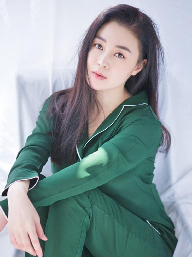 赵��a�_漂亮,性感,有着如此优越条件的关婷娜,加上赵本山的赏识,未来的不