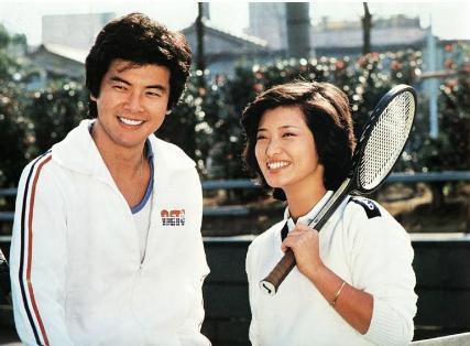 三浦友和,山口百惠他俩是日本著名偶像明星,他俩现实中也是一对恩图片