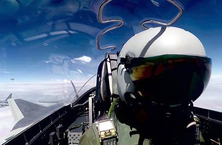 中国空军歼20战机首次海上方向实战化训练