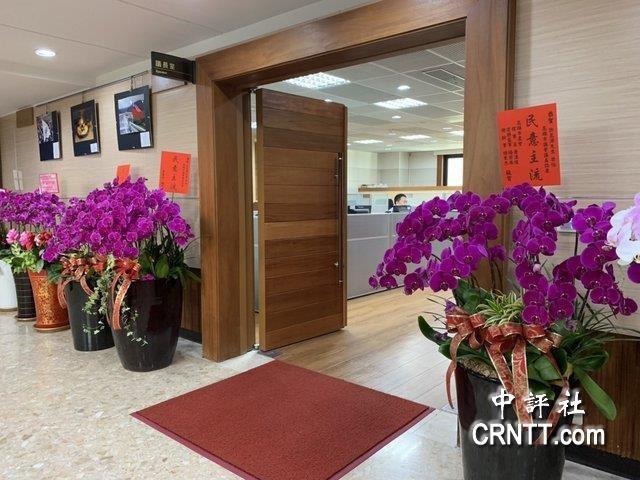 韩国瑜17日到议高中绿语文磨刀霍霍议员报告课堂教学图片