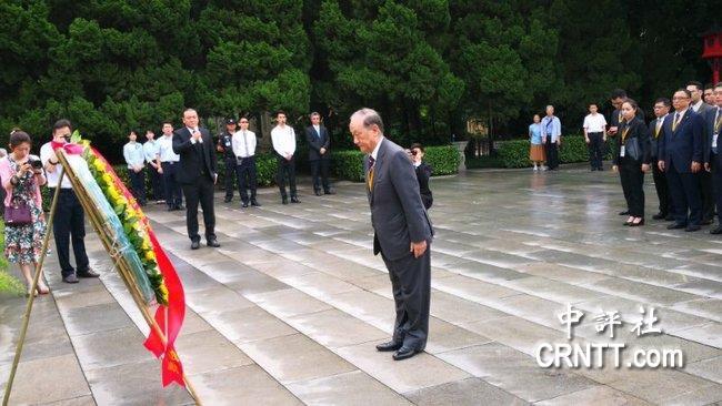 郁慕明等向黄花岗烈士墓致敬并晤在穗台青-社会奇闻