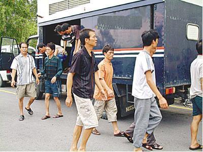 因被指越界入侵马来西亚海域捕鱼,26名船员今(28日)午被当地海洋渔业