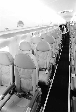座位设置的腿部空间比空客A320和波音737飞机更宽松.-180亿美元