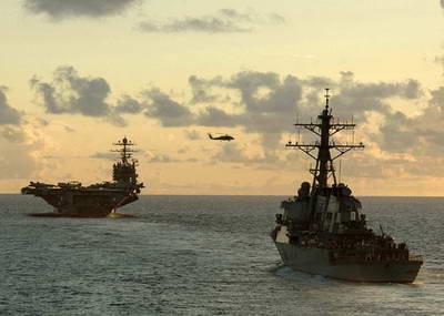 美国海军尼米兹级航母编队.