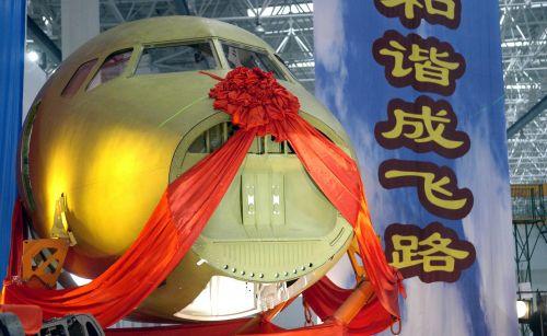 这是继此前沈阳飞机工业(集团)公司成功交付了飞机发动机吊挂后,我国