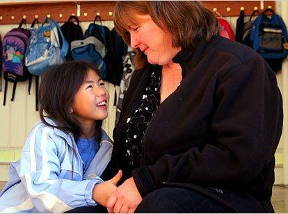 体称中国将收紧外国人领养儿童规定