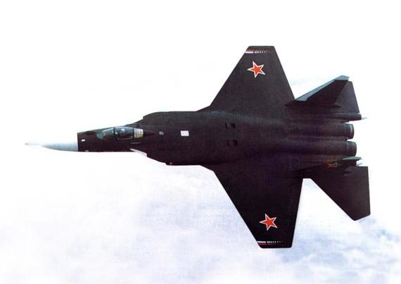 三翼面布局使苏47获得了超凡的机动性,但其隐身能力和超音速巡航能却