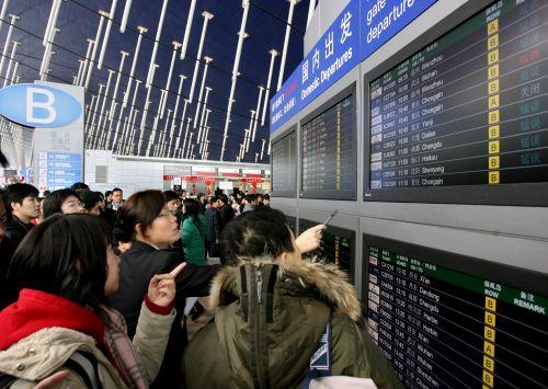 上海:严重雨雪天气导致机场航班大面积延误
