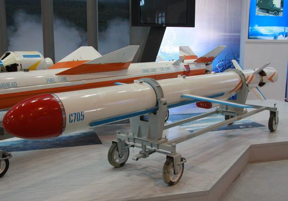 中国评论新闻 中国推出最新型C705空射反舰导弹 组图