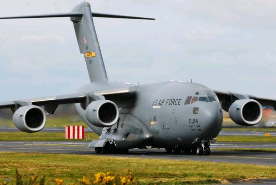 该飞机是美国空军现役主力运输机,最大航程可达9000多公里.