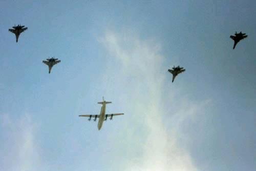 中国空军战机飞行编队训练.