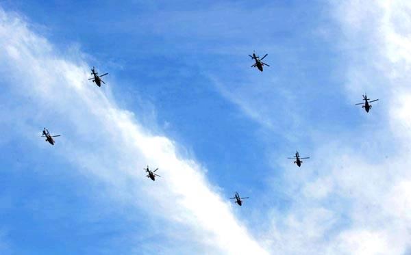 受阅时,大部分编队内飞机间隔距离