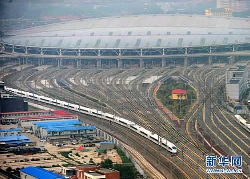 青岛至上海虹桥方向的12趟列车严重晚点