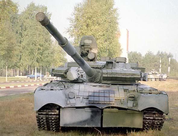 """了1辆1985年研制的t-80bv坦克及其全套9k112-1""""眼镜蛇""""激光制导导弹"""