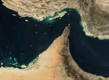 霍尔木兹海峡位于阿拉伯半岛和伊朗南部之间,形似人字型,是波斯湾通往