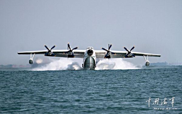 实拍中国海军水上飞机紧急出动实施侦查救护