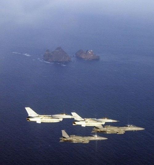 韩国战机巡视独岛(日本称竹岛)周边海域.