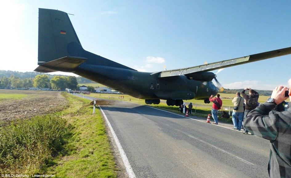 据悉,尽管这架飞机降落时发生了意外,但是工作人员不会再对其进行检修