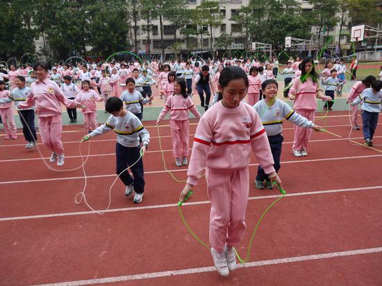 童跳绳简笔画之步骤