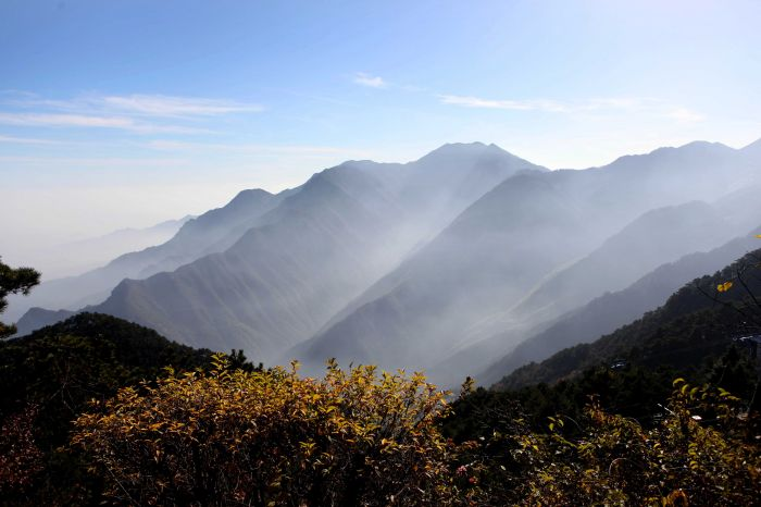 江西庐山风景区含鄱口秋景(2012年11月19日摄).新华社