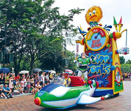 星岛日报报道,香港迪士尼乐园两年