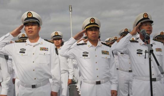 中国评论新闻 中国海军出访编队举行升旗仪式 组图图片