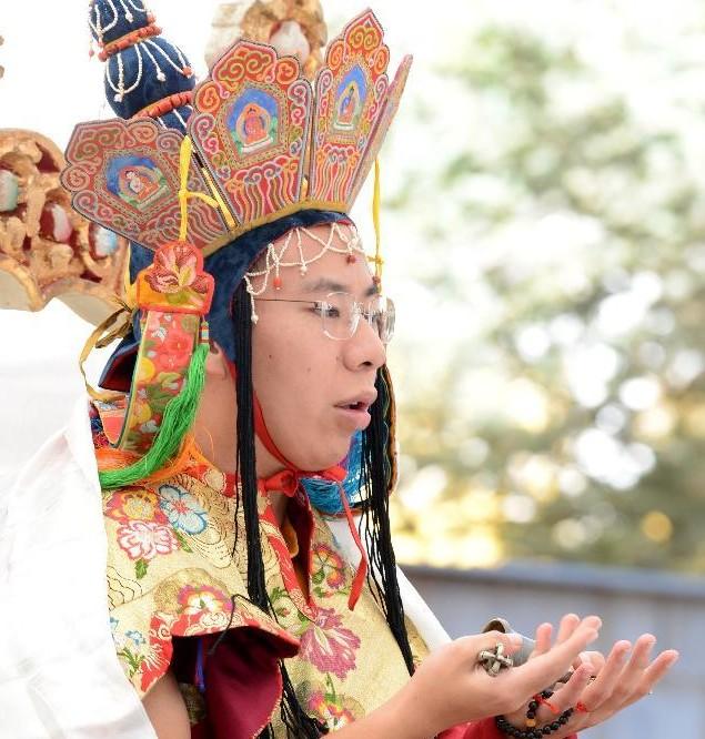 中国评论新闻 班禅举行佛教密宗火供仪式 组图