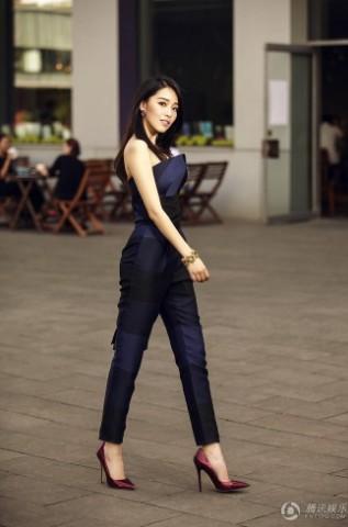 中国版 继承者们 女一号街拍大片展清新图片