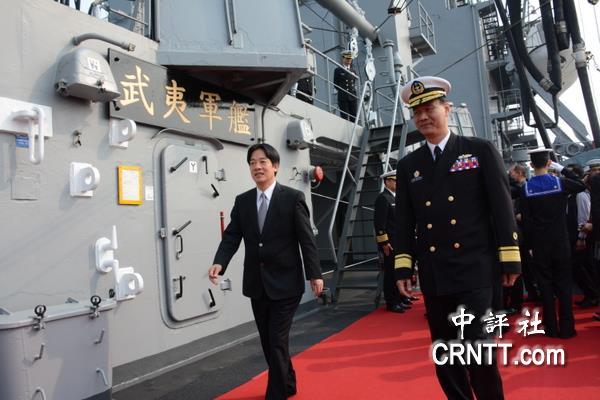 中国评论新闻:海军敦睦舰队靠泊开放参观