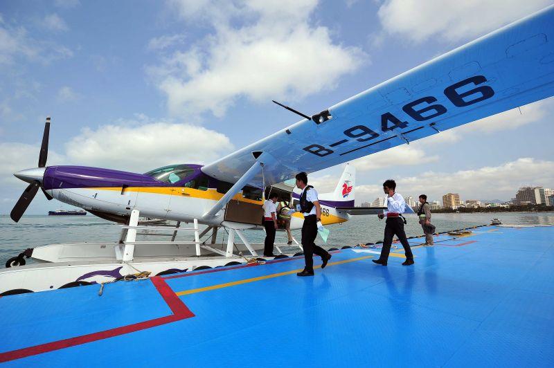 塞斯纳208水陆两栖飞机在三亚市三亚湾国际水上飞机