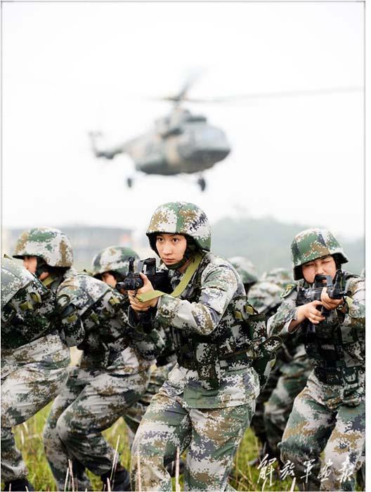 中国评论新闻 谁说女子不如男 中国陆军31军女特种兵曝光