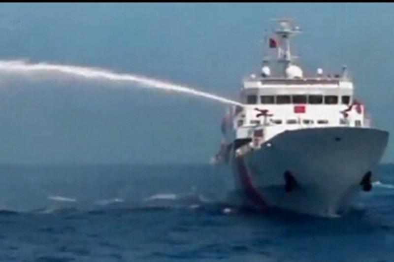 越南撞烂_中国大型拖船西沙执法 撞烂越南船(组图)