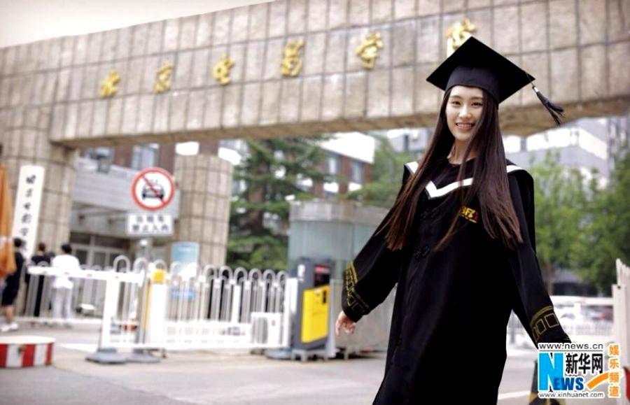 中国评论新闻:北影女神素颜毕业照(组图)